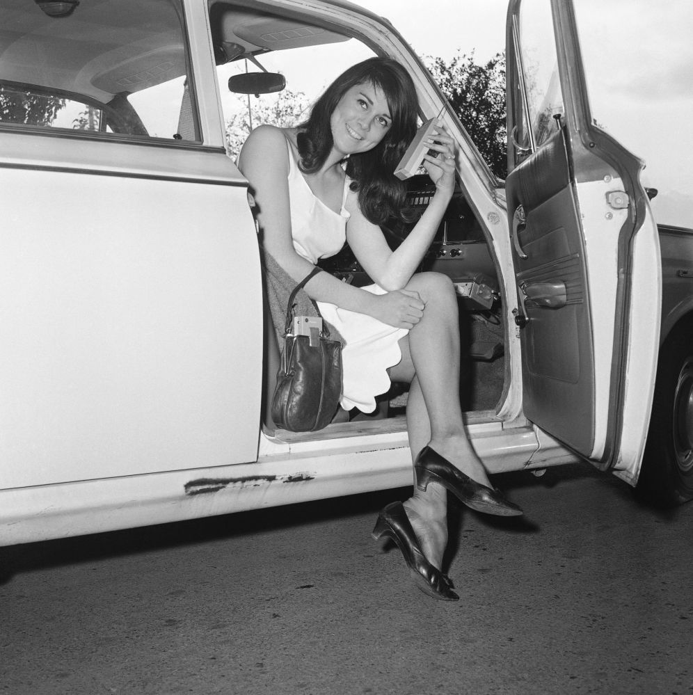 Dziewczyna z radiotelefonem, Cambridge, 1965 rok