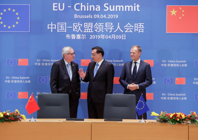 Jean-Claude Juncker, Li Keqiang i Donald Tusk na szczycie UE-Chiny w Brukseli