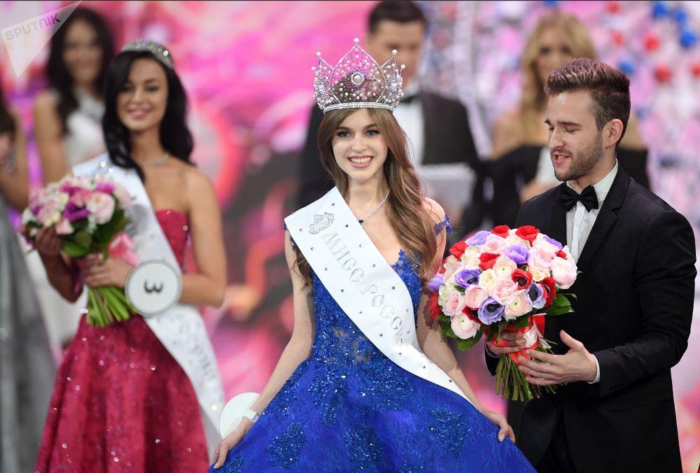 Miss Rosji 2019 Alina Sańko (Azow) podczas ceremonii wręczenia nagród finalistkom konkursu Miss Rosji 2019 w Barvikha Luxury Village.