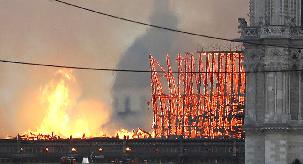 Wielki pożar w Notre Dame w Paryżu