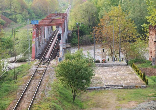 Zbombardowany przez NATO most pod Grdelicą
