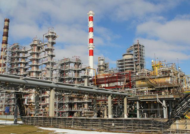 Zestaw do krakingu katalitycznego w rafinerii ropy naftowej w Mozyrzu