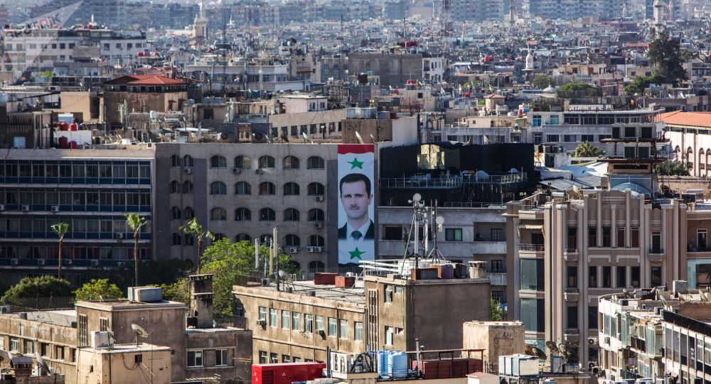Portret prezydenta Syrii Baszara al-Asada na ścianie domu w centrum Damaszku