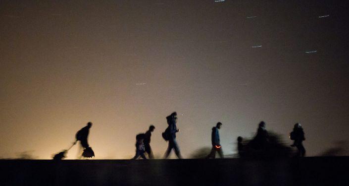 Uchodżcy na granicy Węgier z Serbią