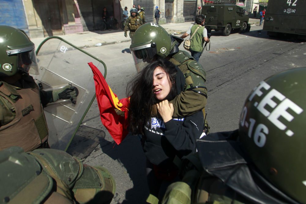 Policja aresztuje aktywistkę akcji protestacyjnej w Santiago