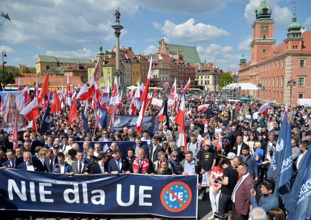 """""""Marsz Suwerenności"""" na ulicach Warszawy"""
