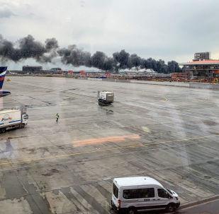 Pożar na lotnisku Szeremietiewo w Moskwie