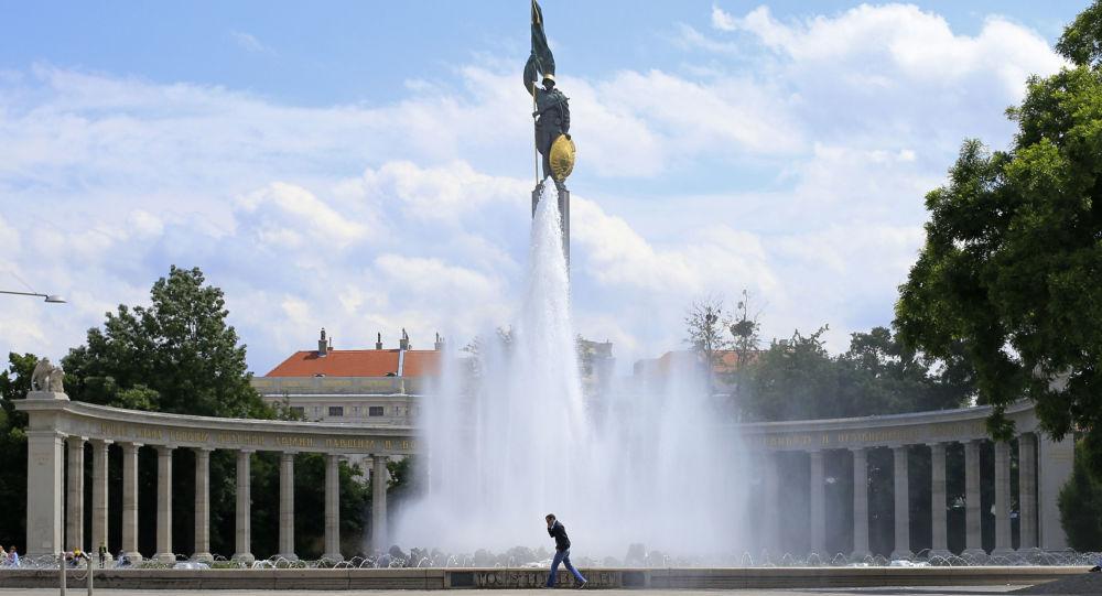 Pomnik radzieckich żołnierzy wyzwolicieli na Schwarzenbergplatz w Wiedniu