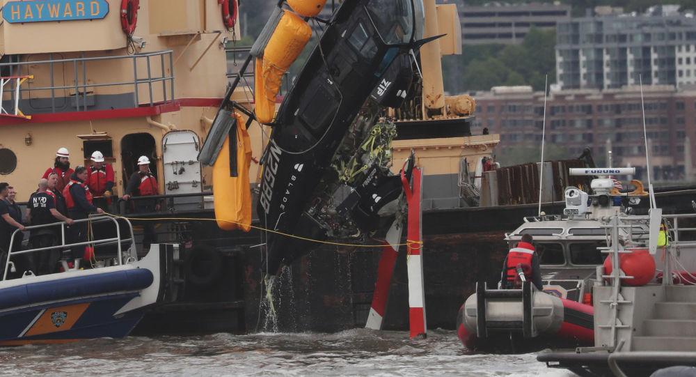 Wrak helikoptera w rzece Hudson w Nowym Jorku