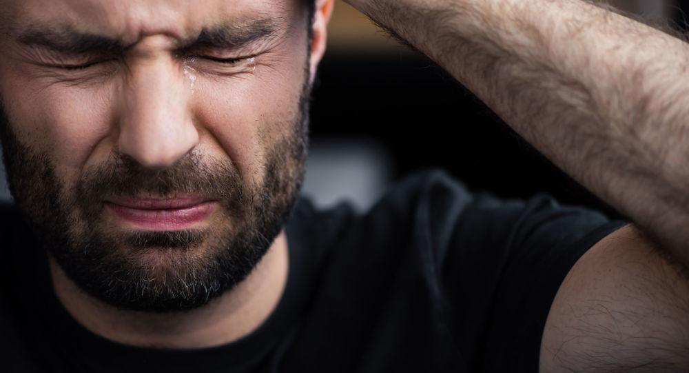 Płaczący mężczyzna
