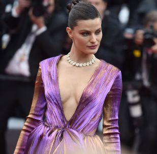 Brazylijska modelka Isabeli Fontana na czerwonym dywanie na 72. Międzynarodowym Festiwalu Filmowym w Cannes.