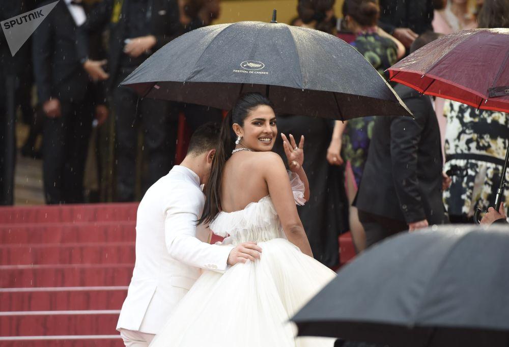 Indyjska aktorka i producentka Priyanka Chopra na czerwonym dywanie 72. Międzynarodowego Festiwalu Filmowego w Cannes.