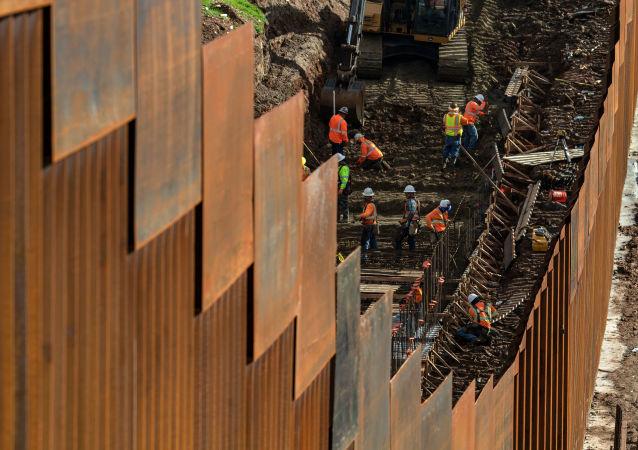 Budowanie muru na granicy z Meksykiem