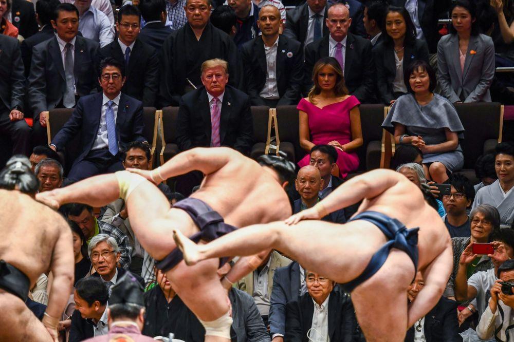 Donald Trump ogląda turnej sumo w Tokio