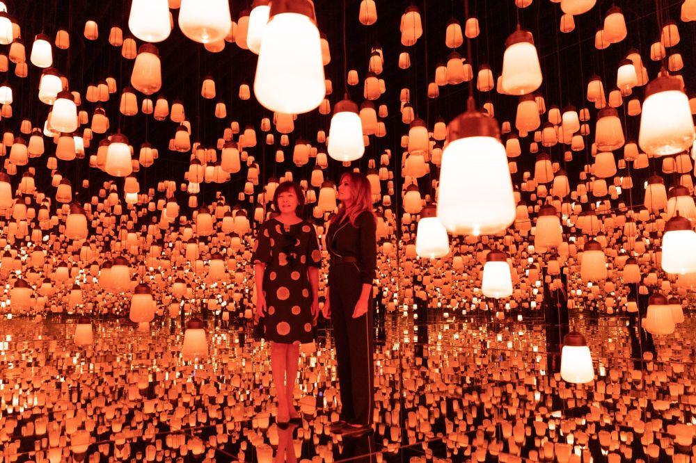 Akie Abe i Melania Trump w muzeum Mori Building Digital Art Museum