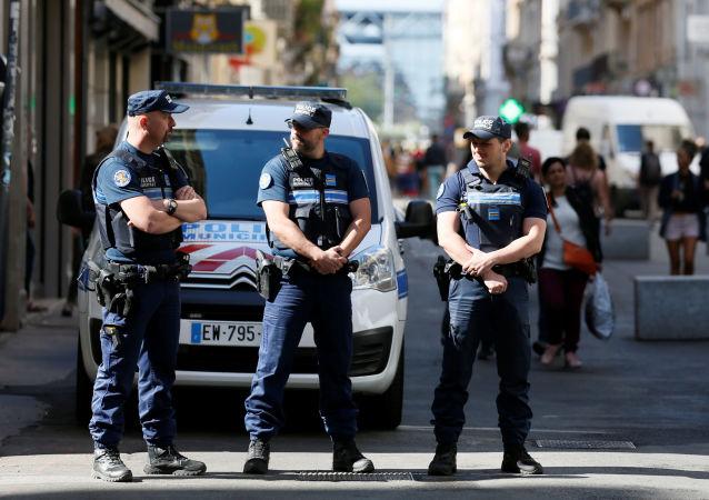 Policja na miejscu wybuchu, Lyon