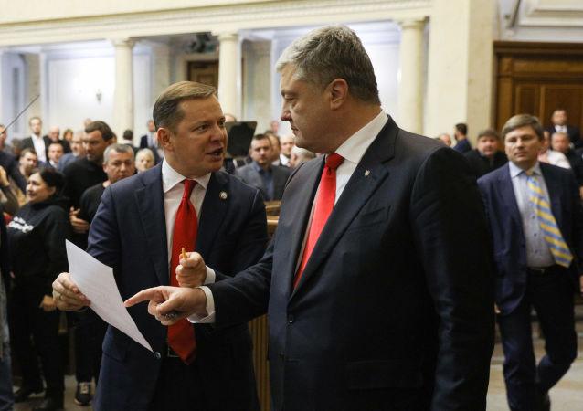 Lider radykałów Oleh Liaszko i były prezydent Ukrainy Petro Poroszenko