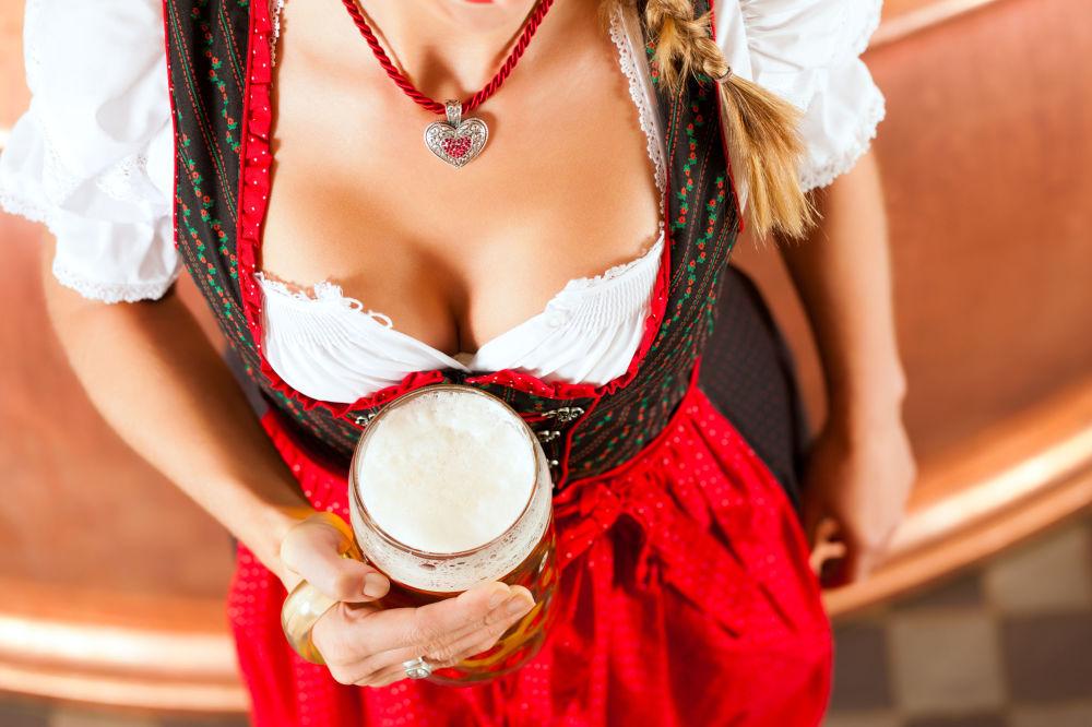 Dziewczyna w tradycyjnym niemieckim stroju