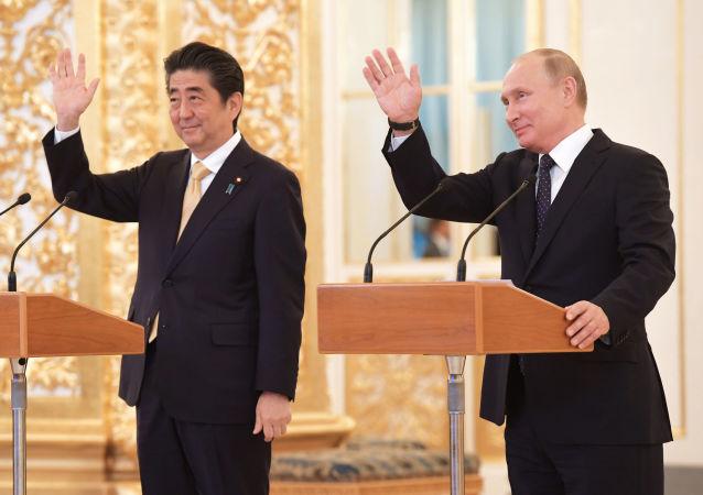 Premier Japonii Shinzō Abe i prezydent Rosji Władimir Putin
