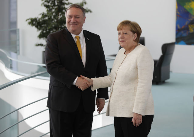Angela Merkel i Mike Pompeo