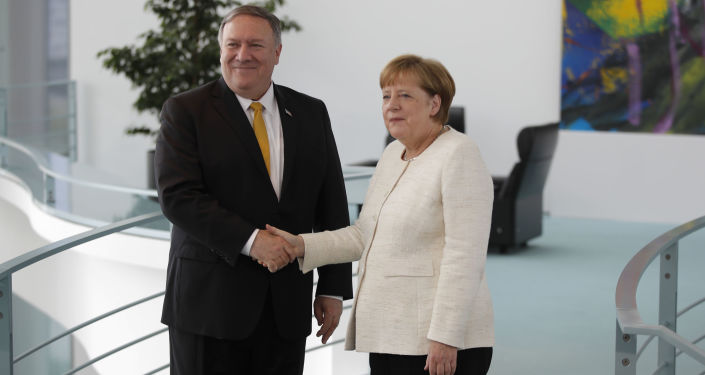 Angela Merkel i Mike Pompeo