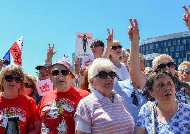 Mieszkańcy Gdańska biorą udział w obchodach 30. rocznicy pierwszych wyborów w 1989 roku w Polsce