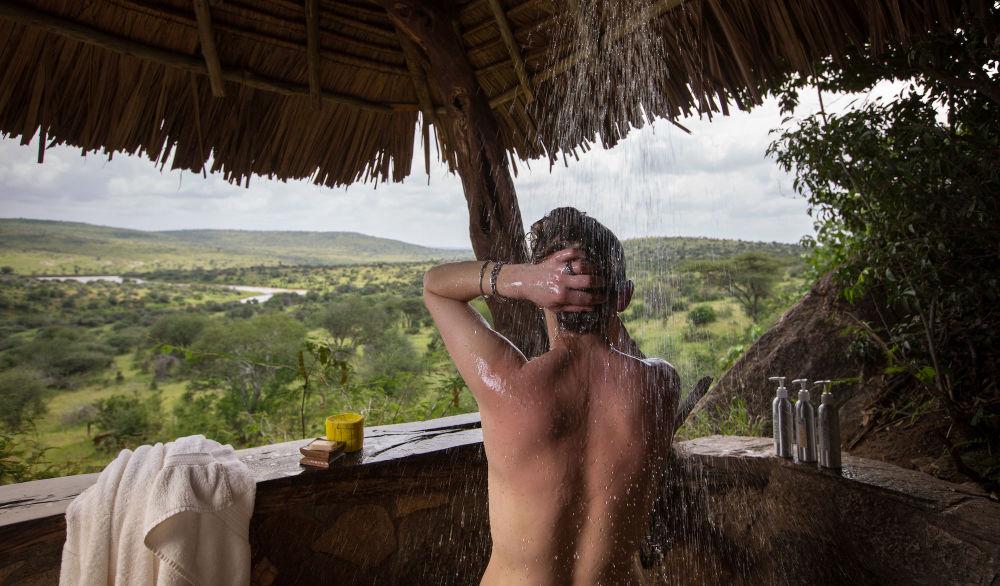 Prysznic w hotelu Elewana Loisaba Star Beds w Kenii
