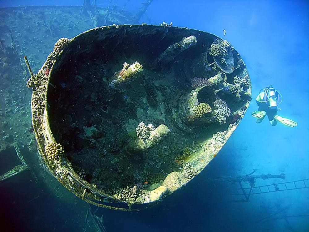 """Statek """"Giannis D."""", który wpłynął na rafę Abu Nuhas w Morzu Czerwonym."""