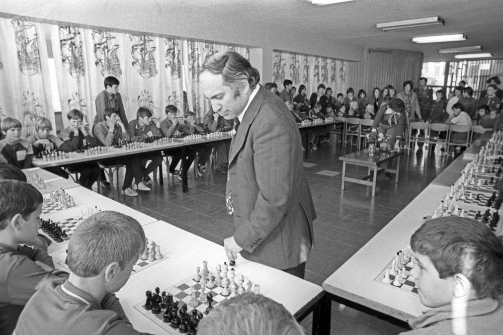 Szachista Michaił Tal w Arteku, 1977 rok