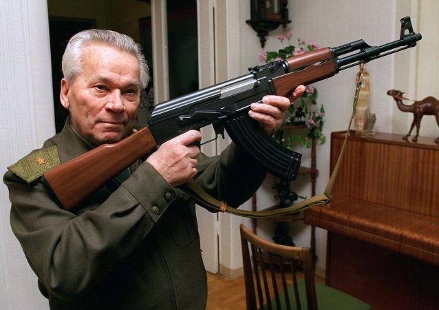 Konstruktor Michał Kalasznikow i AK-47