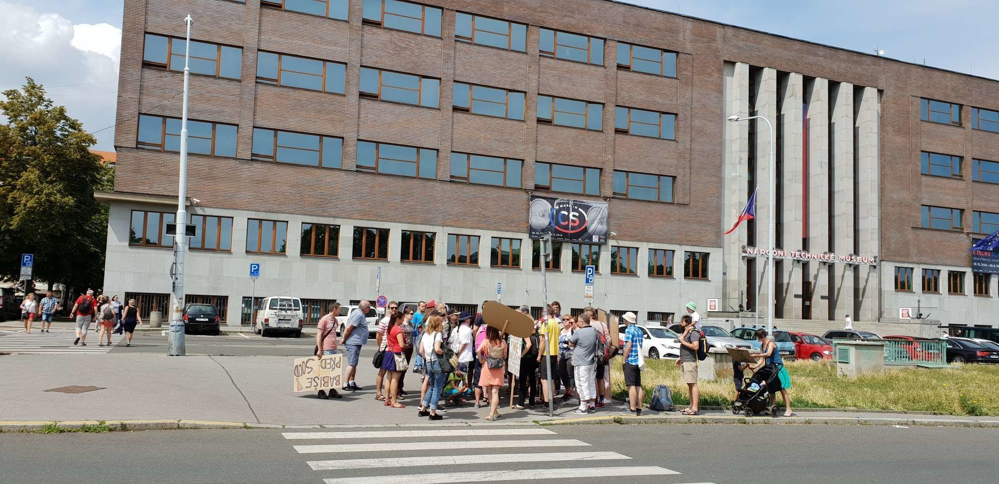 Autobusy zwoziły protestujących z różnych części Czech