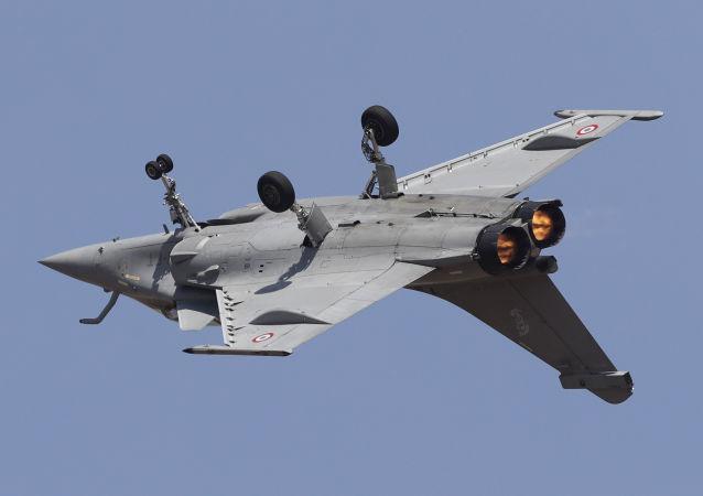 Francuski myśliwiec Rafale na pokazie lotniczym Aero India 2019