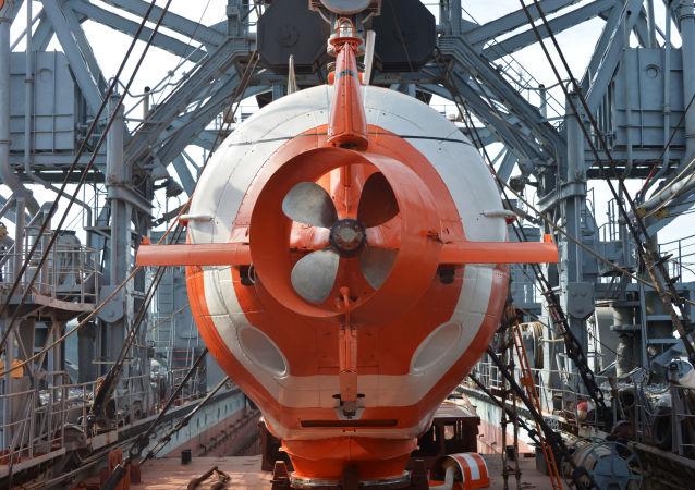 """Urządzenie ratownicze dalekomorskie """"AS-28"""" na pokładzie statków ratowniczych okrętów podwodnych Floty Czarnomorskiej Federacji Rosyjskiej"""