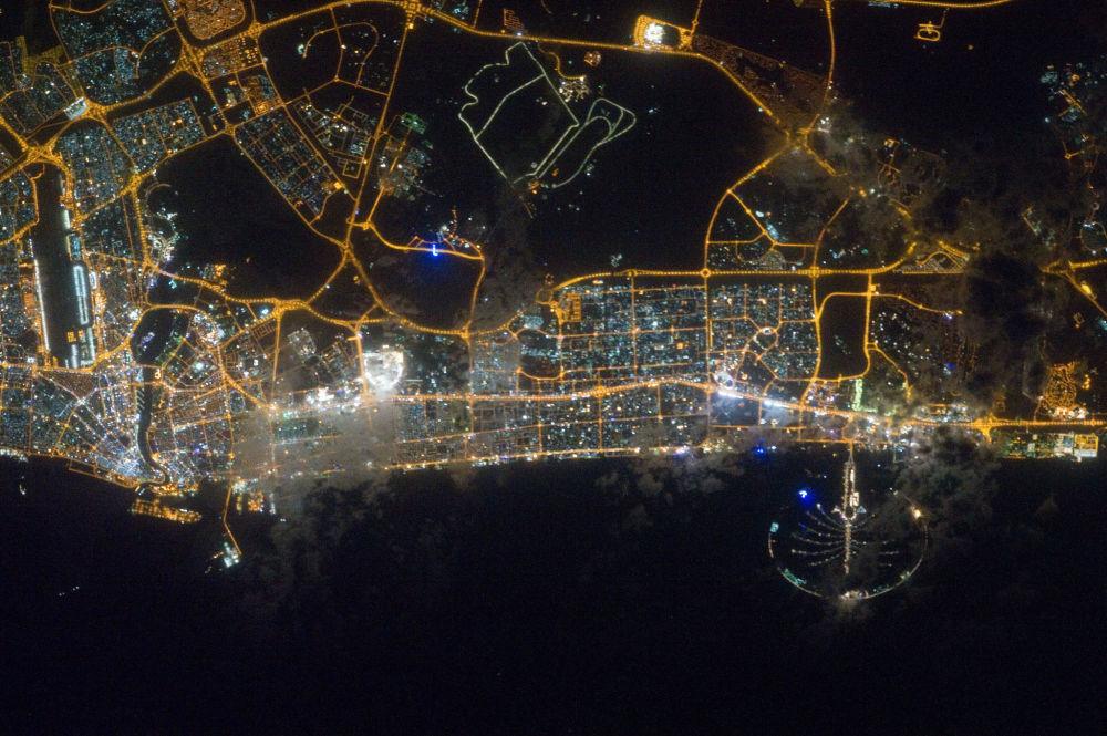 Nocny widok na Dubaj z kosmosu