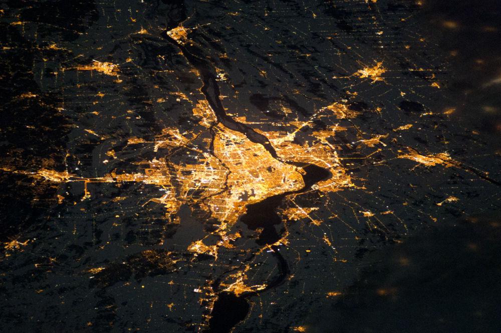 Nocny widok na Montreal z kosmosu