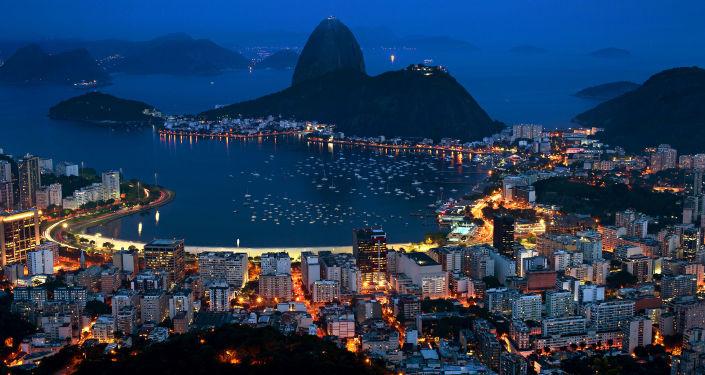 Nocny widok na Rio de Janeiro