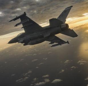 Amerykański myśliwiec F-16 Fighting Falcon