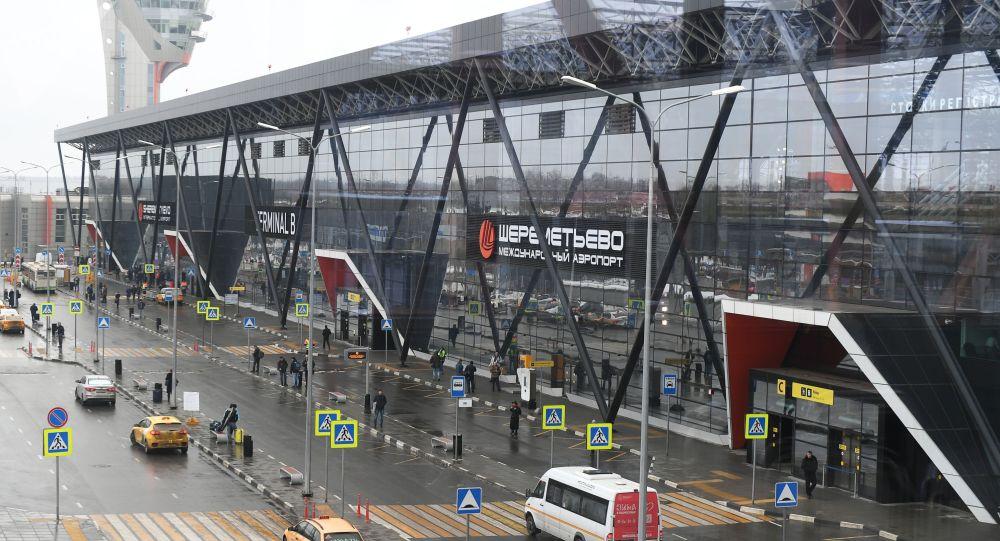 Widok na terminal B międzynarodowego lotniska Szeremietiewo w Moskwie