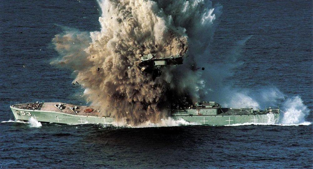 Okręt Torrens wysadzony przez torpedę Mark 48