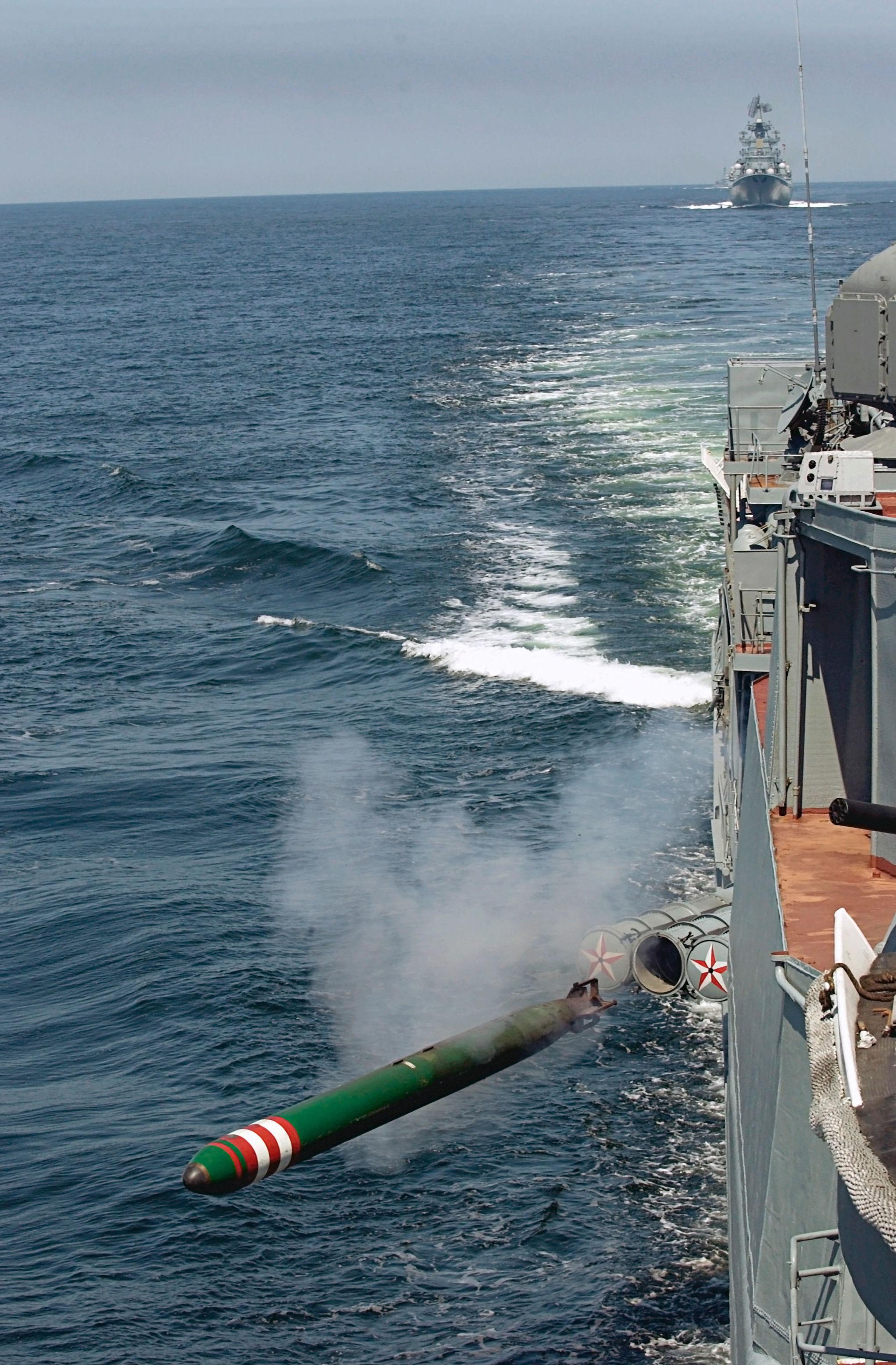Manewry w Bałtyjsku, wypuszczanie torpedy
