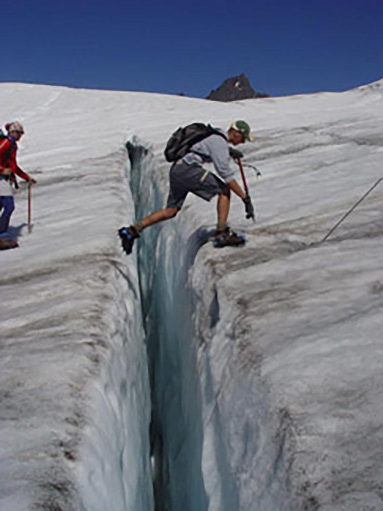 Pokonywanie lodowego pęknięcia Easton Glacier w Waszyngtonie