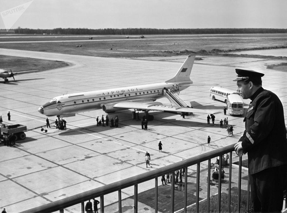 Pierwszy lot pasażerski z Szeremietiewa do ówczesnego Leningradu