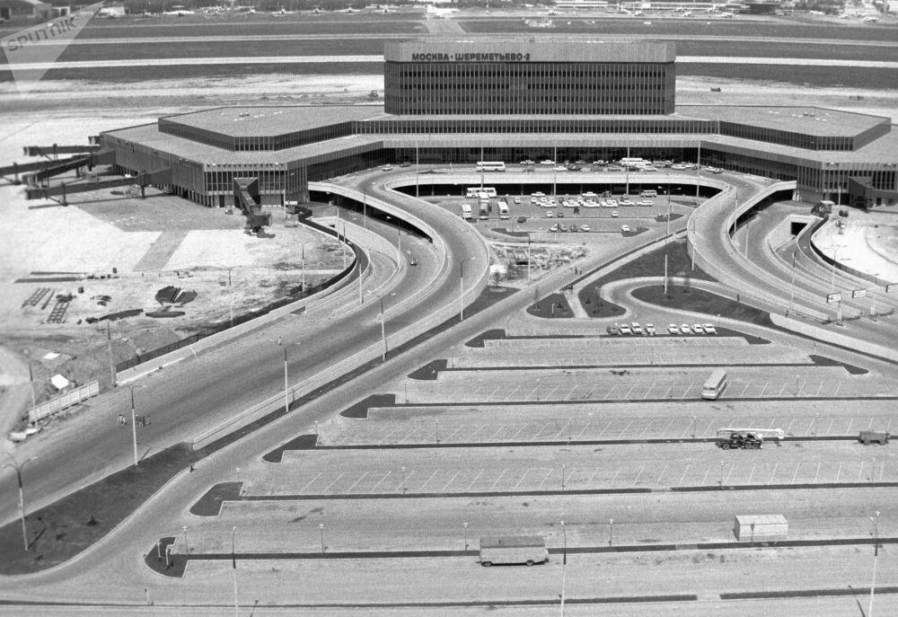 Budynek portu lotniczego, 1980 rok