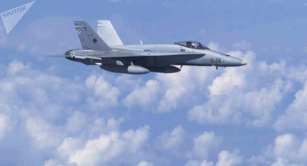 Natowski F-18 zbliżył się do samolotu Szojgu nad Bałtykiem