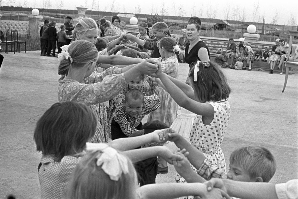 Zabawy na świeżym powietrzu, 1965 rok