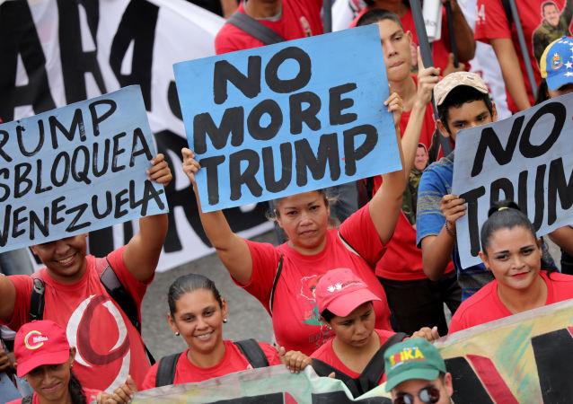 Zwolennicy wenezuelskiego rządu protestują przeciwko polityce Donalda Trumpa
