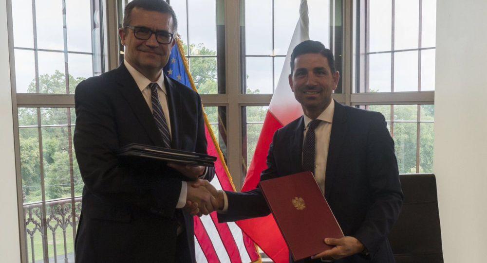 Ambasador w USA Piotr Wilczek oraz podsekretarz w resorcie bezpieczeństwa narodowego Chad F. Wolf