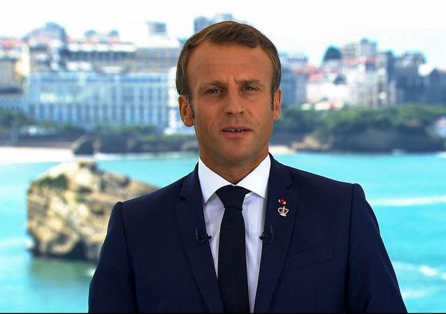 Prezydent Francji Emmanuel Macron podczas szczytu G7 w Biarritz