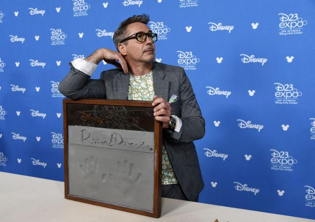 """Aktor Robert Downey Jr podczas wręczenia nagrody """"Disney Legends"""""""