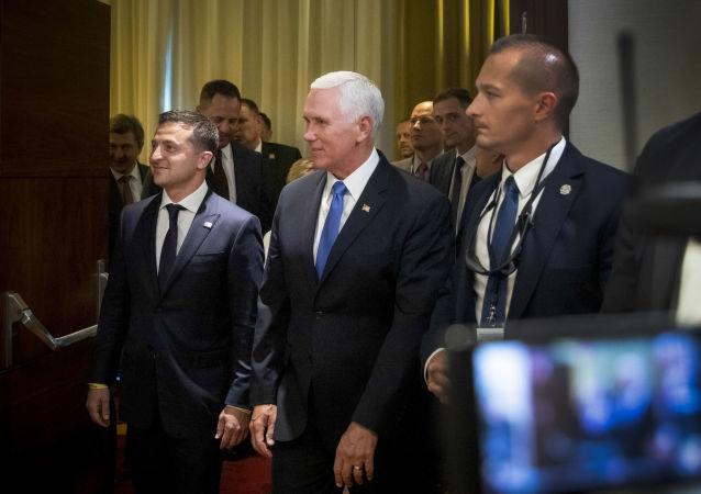 Wiceprezydent Stanów Zjednoczonych Mike Pence i prezydent Ukrainy Wołodymyr Zełenski w Warszawie